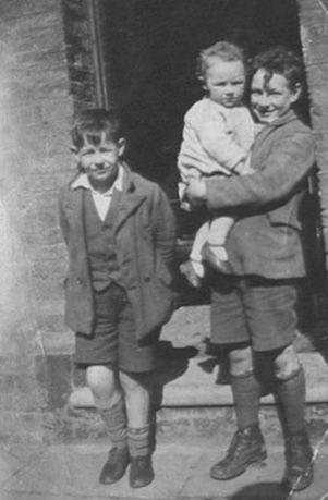 William Cecil Hunter (baby) and two of his uncles