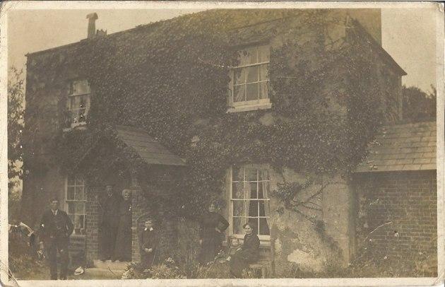 Ashdown Fawley Hampshire. Great Unlce Mark.GrtGrandad George. Grt Granny Lily House. George(daddy). GA Nellie. Raphael. Ga Lily.jpg