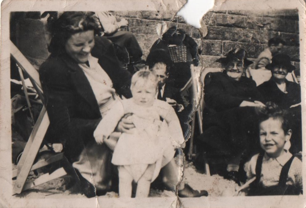 Amy, Susan Storey, possibly Henry Hunter in back, Mary Ann Hunter, __, and Gordon. Taken at Brid 3rd August.jpg