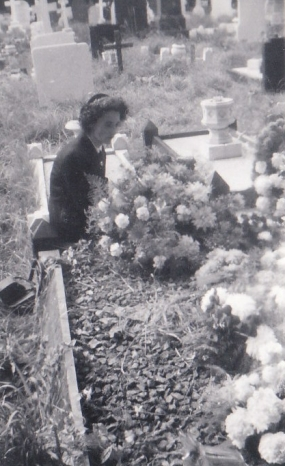 evelyn-at-mothers-frances-grave.jpg