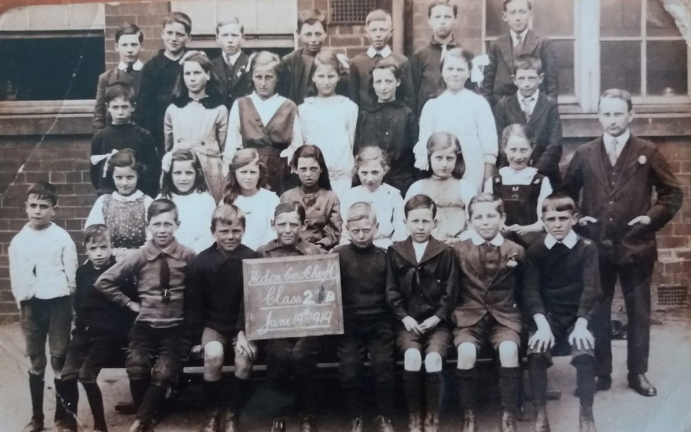 Hedon School Market Hill 1919. Amy Hunter, first on left of second row up..jpg